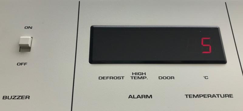 温度計付冷蔵庫、庫内温度が上がるとアラームがなる